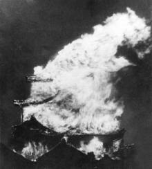 A-13 名古屋城炎上